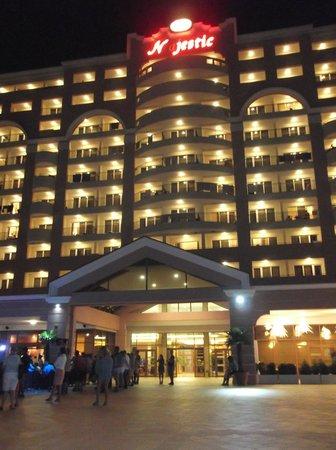 DIT Majestic Beach Resort : hotel at night