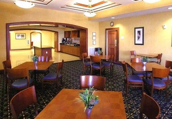 Residence Inn Chesapeake Greenbrier: Breakfast Area