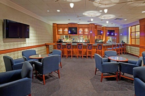 Crowne Plaza Hotel Philadelphia - King of Prussia: Bar and Lounge Offering Seasonal Specials