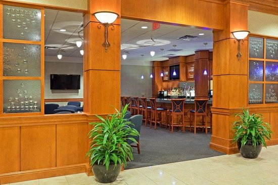 Crowne Plaza Hotel Philadelphia - King of Prussia: Bar and Lounge Located on Lobby Level