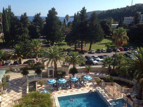 Hotel Mediteran : Вид из номера на бассейн и море