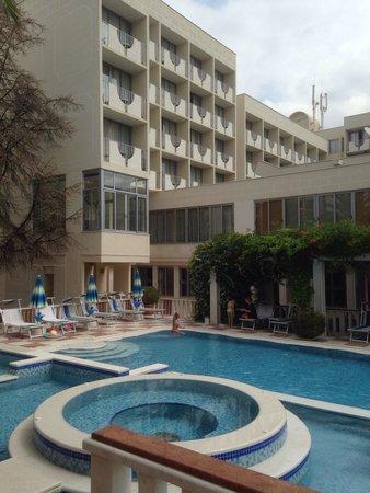 Hotel Mediteran : Открытый бассейн