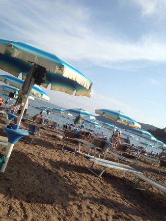 Mediteran Hotel & Resort: Пляж