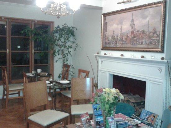 Carménere: Sala de estar bem aconchegante, tbm é o local do café da manhã