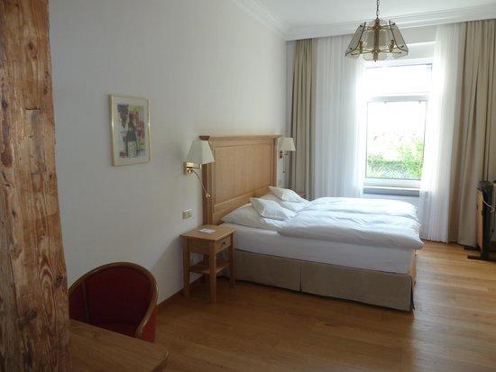 Hotelzimmer bild von hotel sch n assmannshausen for Hotelzimmer teilen