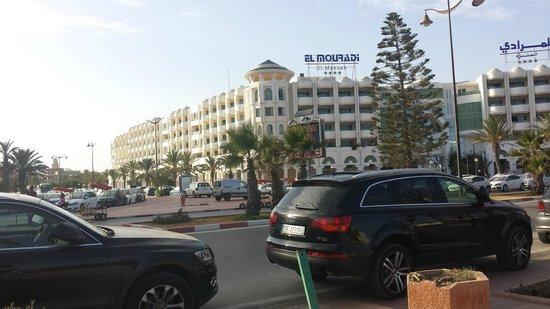 El Mouradi El Menzah: hotel visto da fuori