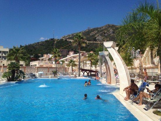 Mediteran Hotel & Resort: Бассейн и горки в аква парке