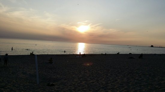 Grand Haven State Park: Watching the sun set... absolutely stunning!