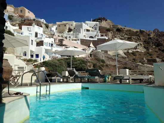 Oia Mare Villas: Pool area