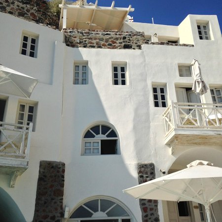 Oia Mare Villas: They got rid of the blue trim - good decision.