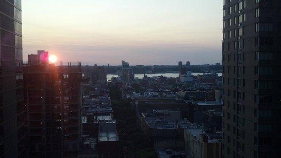 Hotel Edison Times Square: Vista desde la Habitacion (Piso 18) de fondo se ve Hell´s Kitchen y N. Jersey