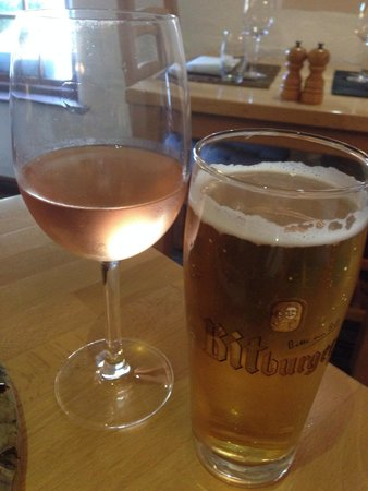 Hammer and Pincers: Great selection of wines and draft beers