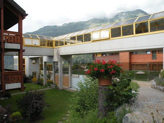 Hotel des Bains d'Ovronnaz : Verbindungsgänge zwischen den Appartementhäusern