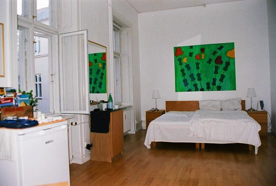 Copenhagen International B&B: Room with windows to courtyard area