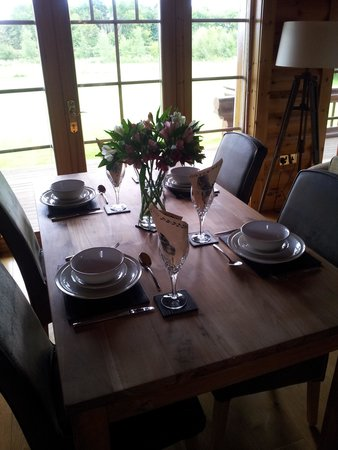 Lazyday Cottages: beautiful dining table