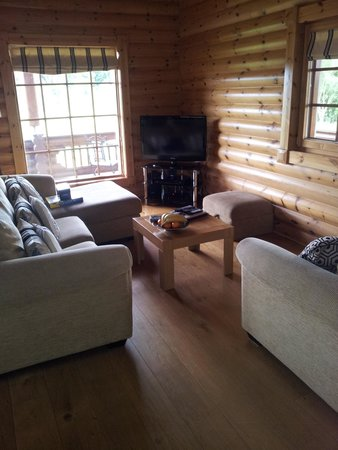Lazyday Cottages: living room