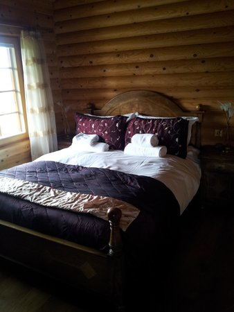 Lazyday Cottages: master bedroom