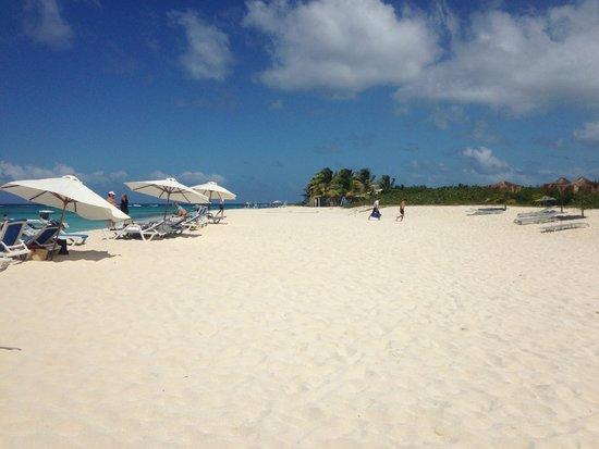The beach on Prickly Pear Beach