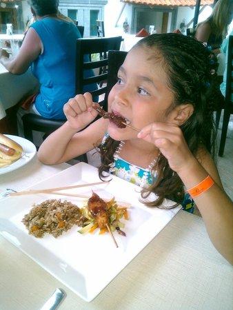 Crown Paradise Club Puerto Vallarta: Fujiyama disfrutando Kushiage....