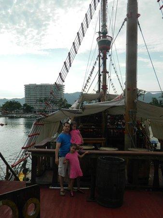 Crown Paradise Club Puerto Vallarta: Paseo pirata muy cercas del Hotel