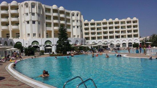 El Mouradi El Menzah: piscina