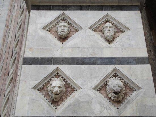 Battistero di San Giovanni : particolare della facciata