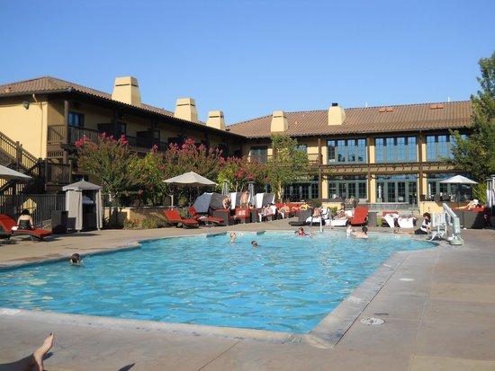 The Lodge at Sonoma Renaissance Resort & Spa: pool with cabanas and jaccuzi