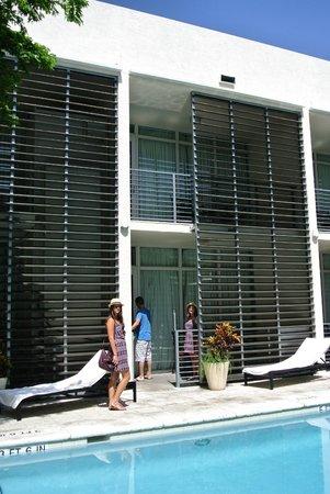 Kimpton Angler's Hotel: Außenbereich Poolbereich/Eingang Zimmer