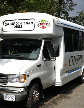 Cowichan Bay, Canadá: Cheers Bus ready for pickup