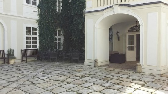 Smetana Hotel : Ground floor suite off the courtyard