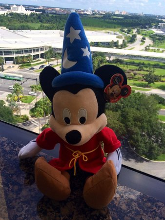 Rosen Centre Hotel : Mickey in the window
