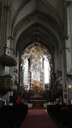 Église Saint-Pierre : )