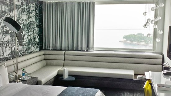 W Chicago - Lakeshore: View of the room (with a view) - we loved the decor & the chaise.