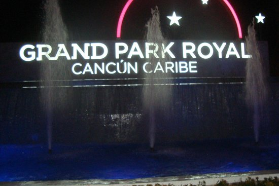 Grand Park Royal Cancun Caribe: Entrada