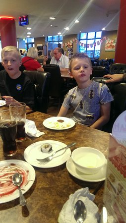 WIng Wah World Buffet: puddings going down well!!
