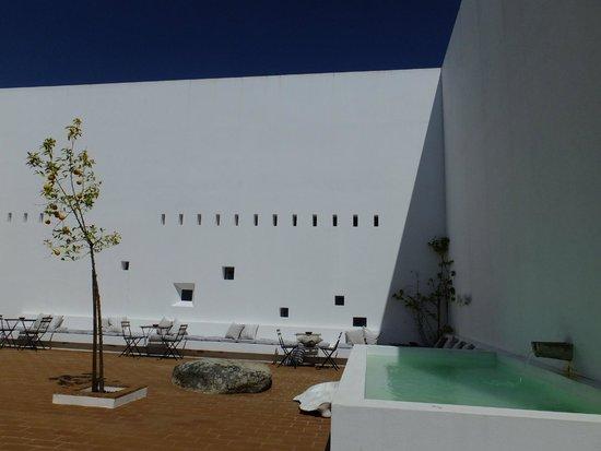 Ecorkhotel-Evora Suites & Spa: Páteo interior.