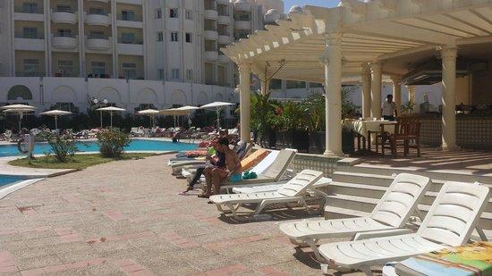 El Mouradi El Menzah: bar  della piscina