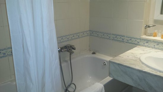 El Mouradi El Menzah: bagno nuova camera