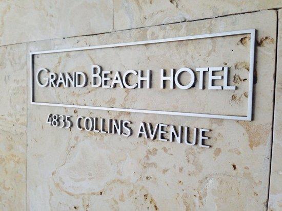Grand Beach Hotel: Entrada