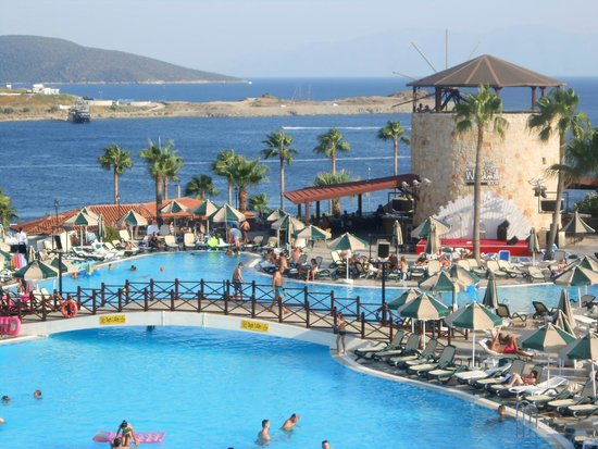 WOW Bodrum Resort: The main pool and Windmill Bar