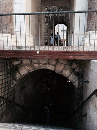 Hotel Vestibul Palace : Au dessus des marches : l'hôtel