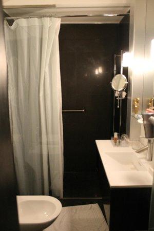 NH Buenos Aires Crillón: Banheiro ótimo e muito limpo