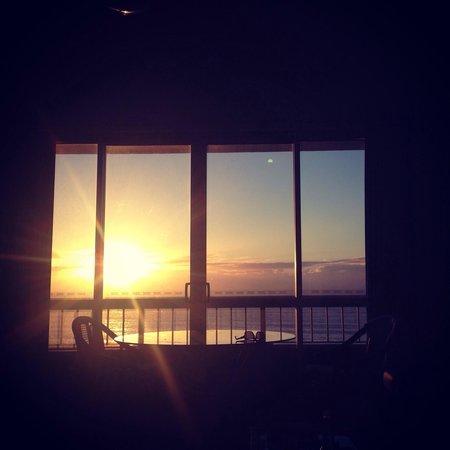 Chateau Beachside: Early morning sunrise