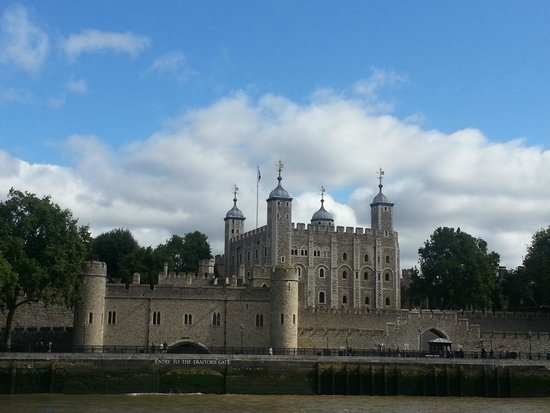 City Cruises: View of Tower of London from the River Thames