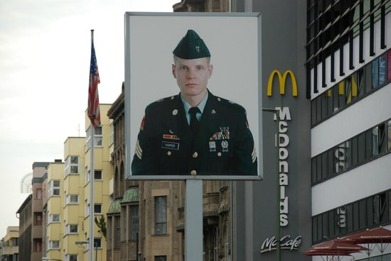 Mauermuseum - Museum Haus am Checkpoint Charlie: Foto of American soldier at Checkpoint Charlie