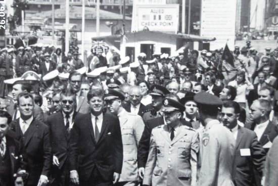 Mauermuseum - Museum Haus am Checkpoint Charlie: Visit of President Kennedy in 1963