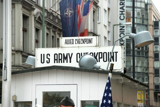 Checkpoint Charlie: Wooden shed