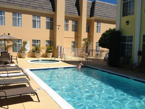 Best Western Plus San Pedro Hotel & Suites: Coin détente piscine et spa