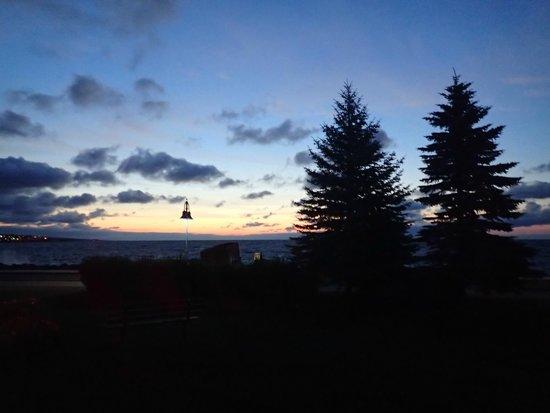 Lakewalk: Sunrise over Lake Superior