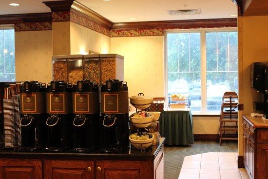 Country Inn & Suites by Radisson, Newark Airport, NJ: Café da Manhã